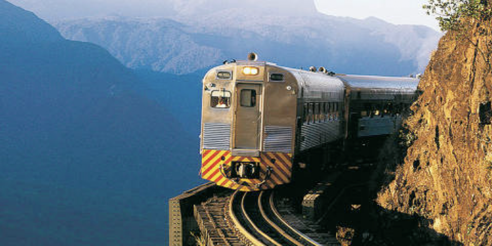 Trem de luxo que cruza a mata atlântica de Curitiba a Morretes faz viagem no tempo