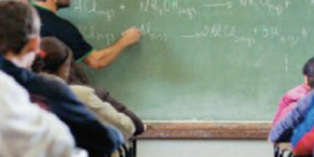 A campanha já começou. Beto Richa anuncia que abrirá 11 mil vagas de PSS para contratar funcionários de escolas