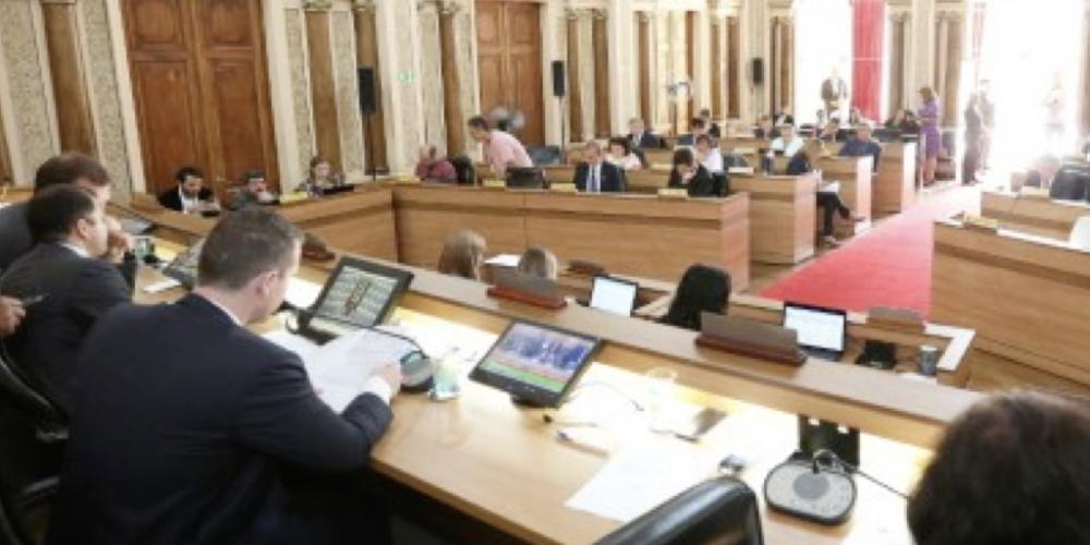 Curitiba: Vereadores aprovam urgência para votação de projetos que mudam valores do IPTU e ISS