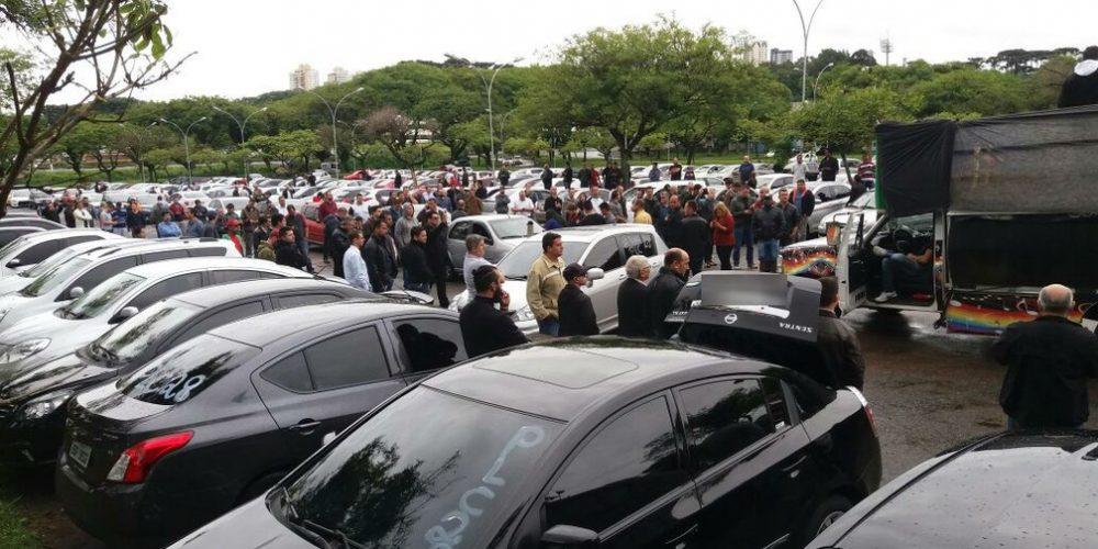 Motoristas da Uber protestam nesta segunda em Curitiba contra limitações do serviço