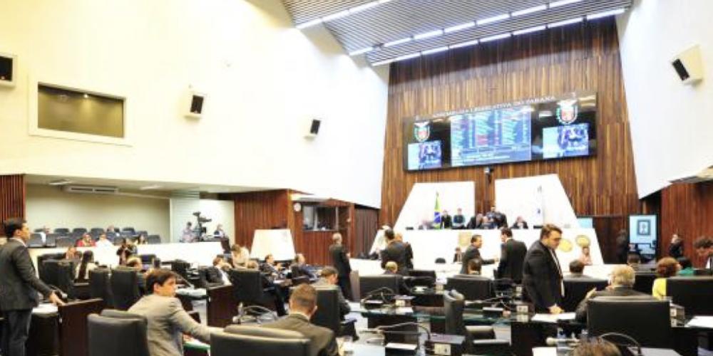 """Com medo de perder no voto, votação da PEC que dá """"superpoderes"""" a Beto Richa é adiada na Assembleia Legislativa"""