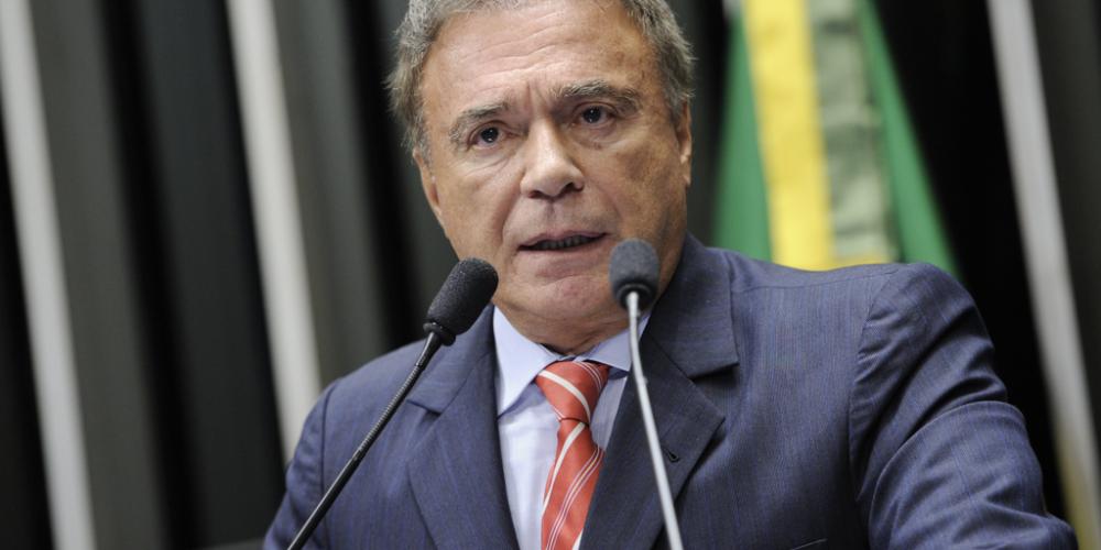 Álvaro Dias, o presidenciável do PODEMOS, pode receber o apoio do PHS, que até dias atrás jogava beijinhos para Jair Bolsonaro