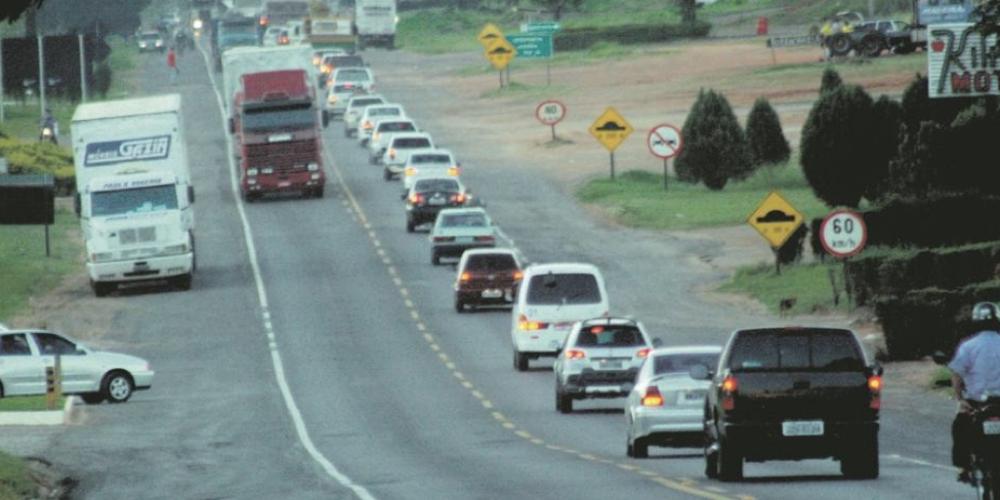 Pagamos um tantão de impostos e somos obrigados a dirigir em pista única. Somente 3% de rodovias do Paraná têm pista dupla