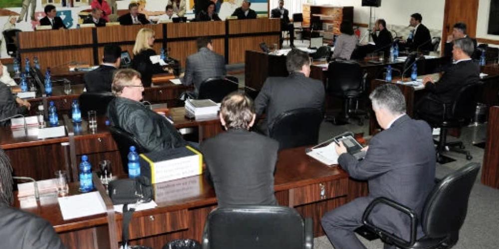 É inconstitucional. A Comissão de Legislação, Justiça e Redação da Câmara de Curitiba analisa Escola sem Partido.