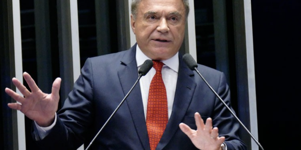 """Álvaro Dias: """"Virá uma onda de centro"""". Para o senador, a polarização entre Lula e Bolsonaro não se manterá e existe uma """"distorção interpretativa"""" nas pesquisas"""