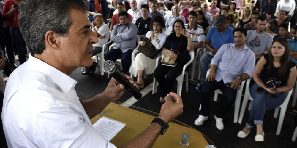 """No governo de Beto Richa, tudo é muito grande. Morar Legal Paraná: """"O maior programa de regularização de propriedades urbanas…"""""""
