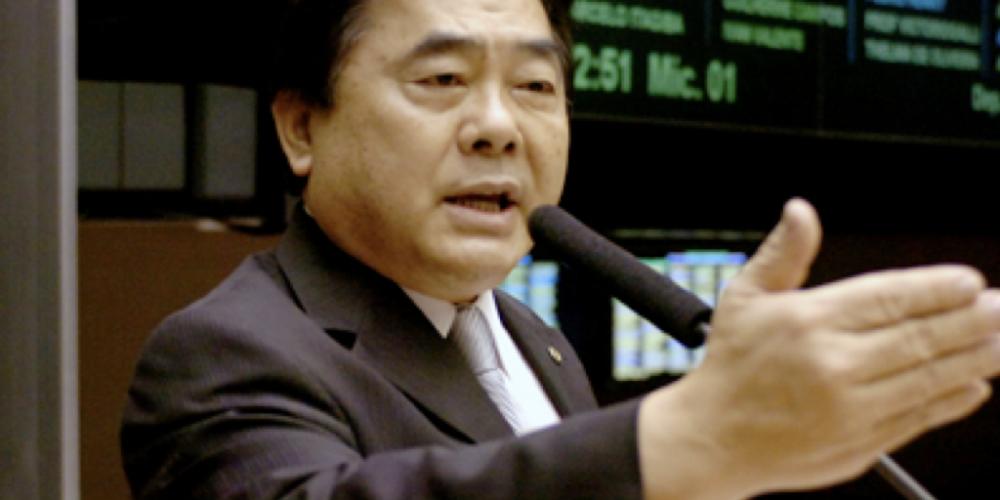 """Takayama, """"dono da moral e dos bons costumes"""", não quer que o estado pague cirurgias de mudança de sexo e tira do ar vídeo no qual fala sobre o assunto"""