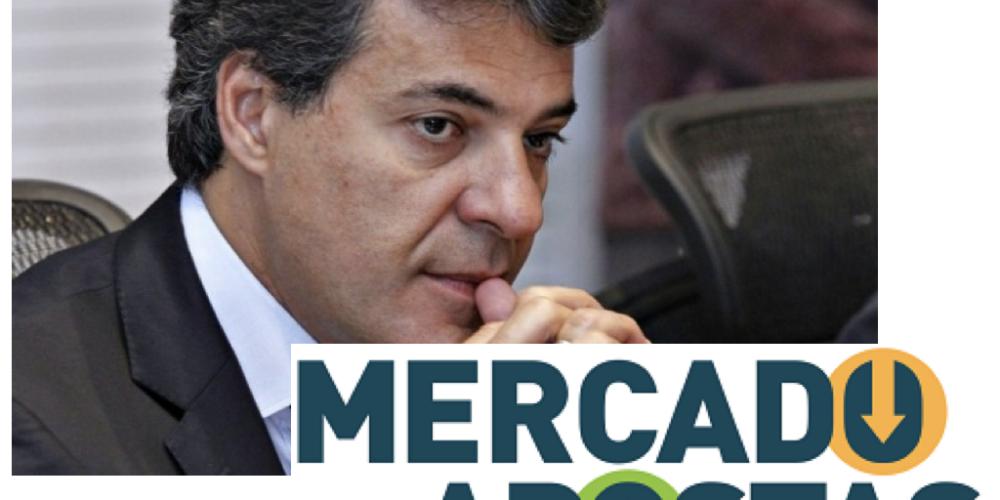 Desincompatibilização de Beto Richa. Cambista conhecidíssimo no centro de Curitiba está segurando a aposta de dois senhores. Valor:  R$ 1.500,00