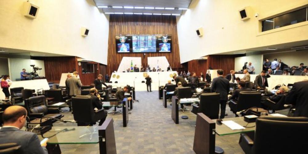 Demorou demais. Deputados aprovam a instalação obrigatória de equipamento que mancha dinheiro de caixas eletrônicos no caso de furto