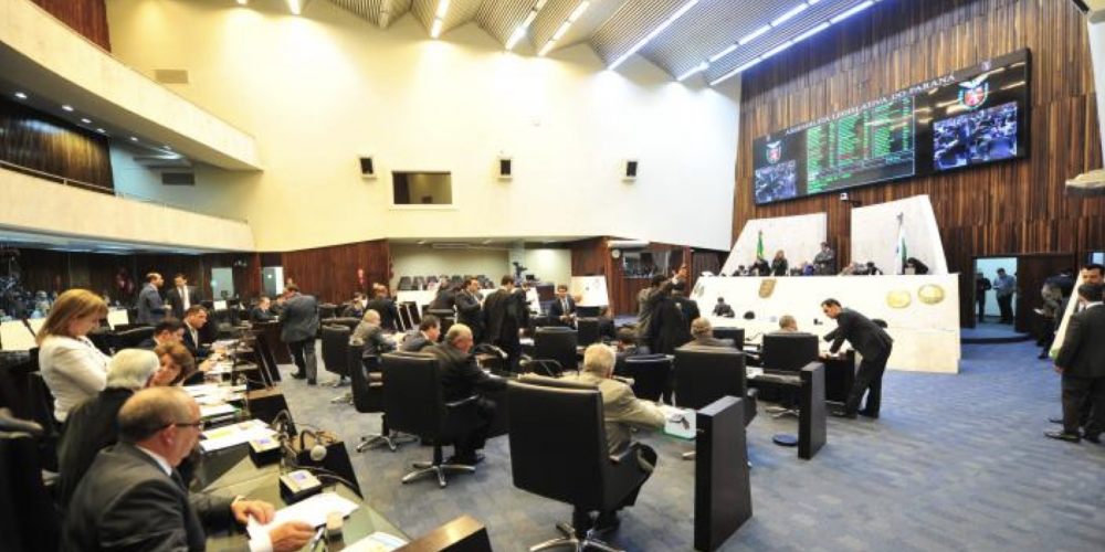 """Mordomia eletrônica. Assembleia Legislativa vai gastar R$ 384 mil em nova etapa de """"modernização"""" do plenário. É o avanço parlamentar"""
