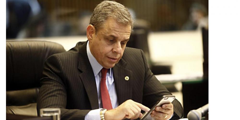 """Justiça do Paraná arrepia o deputado Ricardo Arruda. Ele, que é pastor, postou nas redes sociais palavras """"feias"""" contra a senadora Gleisi"""