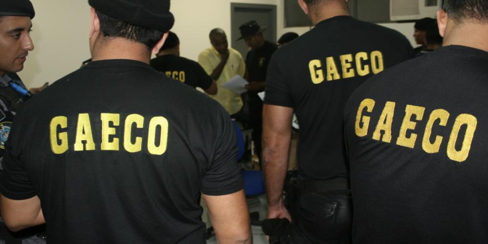 Londrina. Gaeco cumpre mandado de prisão contra vereadores. Mario Takahashi (PV) e Rony Alves (PTB) estão entre os detidos
