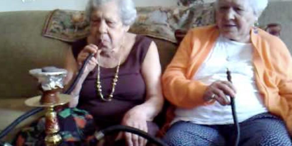 Narguilé, não pode. Existe legislação proibindo fumar em estabelecimentos e afins, mas vereadores de Curitiba arrumaram mais uma 'leizinha'