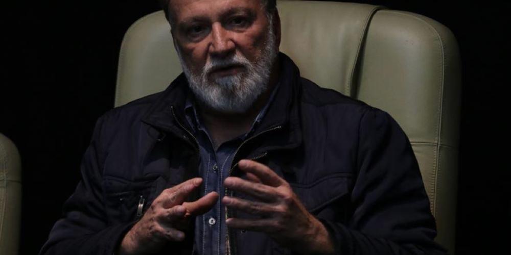 Rumores novos no ar. Osmar Dias não será candidato. Ele vai entrar de cabeça na campanha do presidenciável e irmão Álvaro Dias