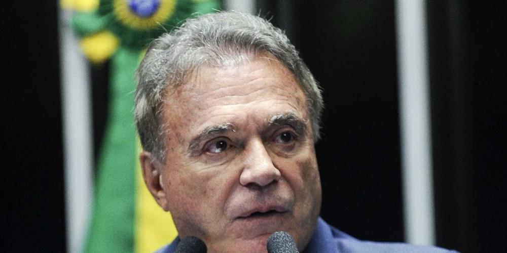 O presidenciável Álvaro Dias passa a despertar interesses em diversos setores do país. A grande mídia começa a dar espaço para o parlamentar paranaense