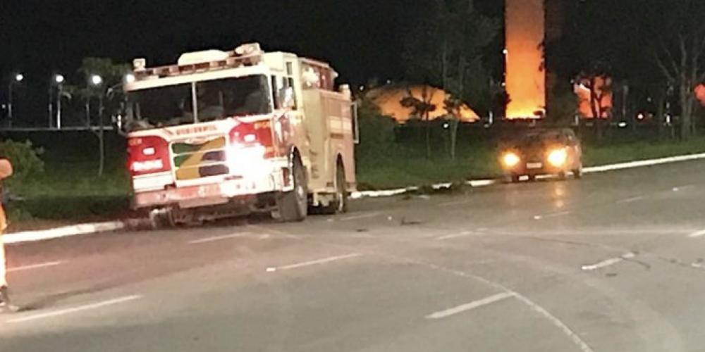 Bombeiro enlouquecido furta caminhão e é parado a tiros, perto do Congresso Nacional. Dizem que a intenção era explodir Brasília