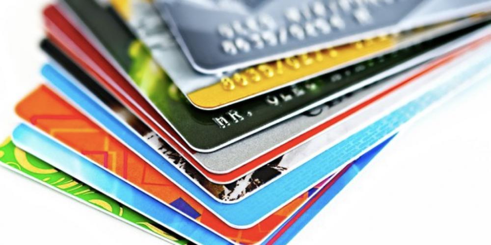 """Senador quer botar na parede as operadoras de cartões de crédito. No fim do ano passado, os """"jurinhos"""" estavam na casa dos 334,6%"""