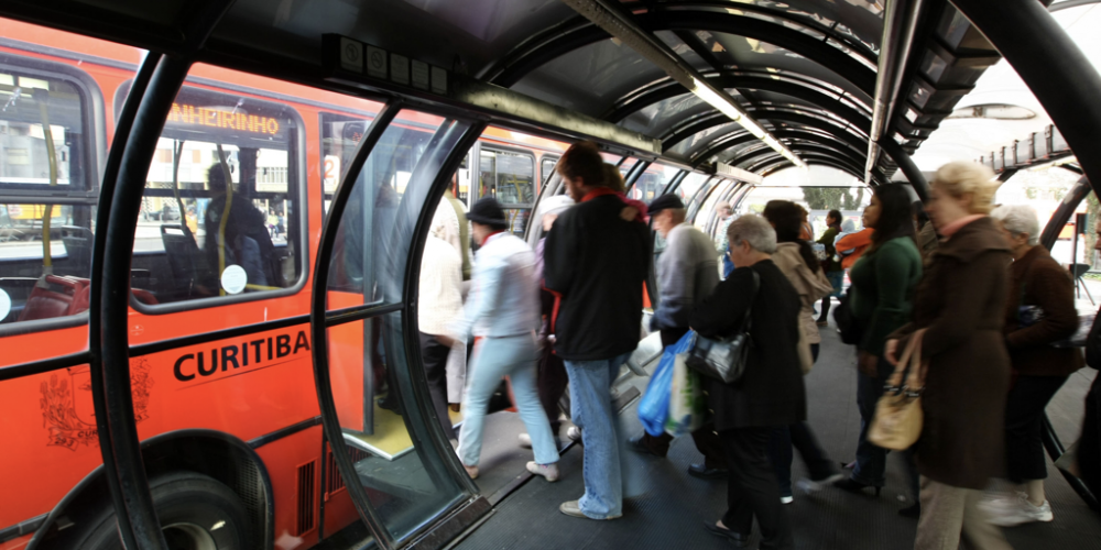 Em tempos de eleições, tarifa do transporte público de Curitiba fica congelada