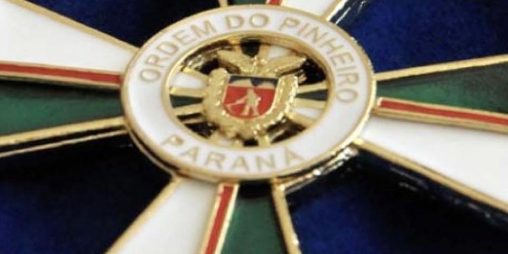 """Beto Richa vai gastar R$ 114 mil para fazer oba-oba na entrega de medalhas da """"Ordem do Pinheiro"""". É puro paparico"""