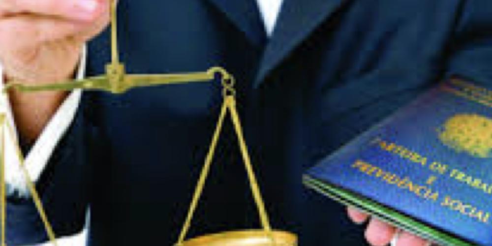 Juíza condena trabalhador que se acidentou a pagar 20 mil reais. Ele sofreu um acidente quando estava a caminho do trabalho. Decisão foi baseada na nova legislação