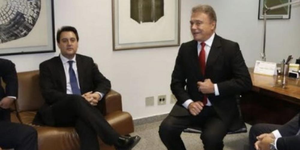 Na política, tudo pode acontecer, até puxar o tapete do irmão. Álvaro Dias quer tirar Osmar da disputa ao governo