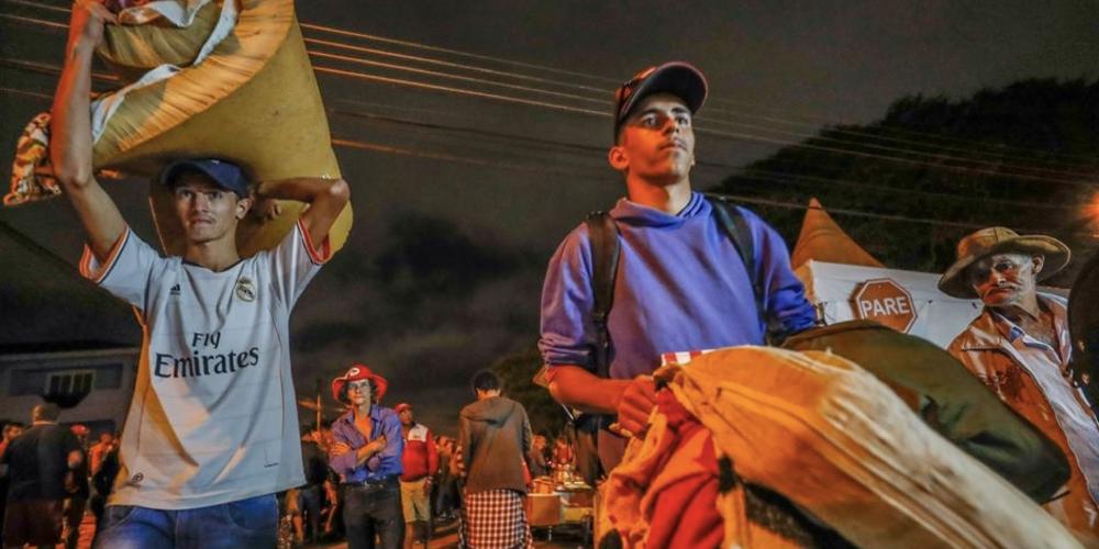 O acampamento dos apoiadores de Lula, nas proximidades PF, em Curitiba. Por Ricardo Alcantara