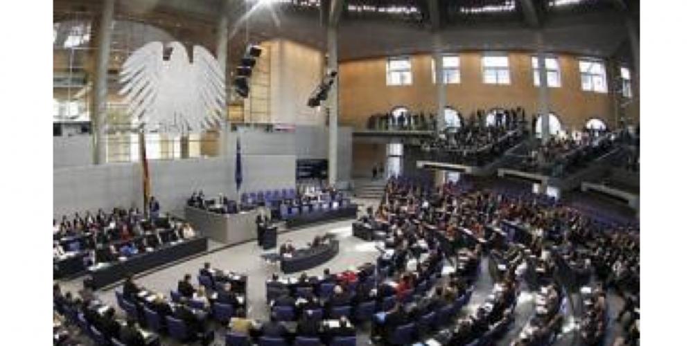 """Deputado alemão recebe críticas por começar os seus discursos com """"senhoras e senhores"""" e não contemplar o terceiro sexo, VEJA…"""