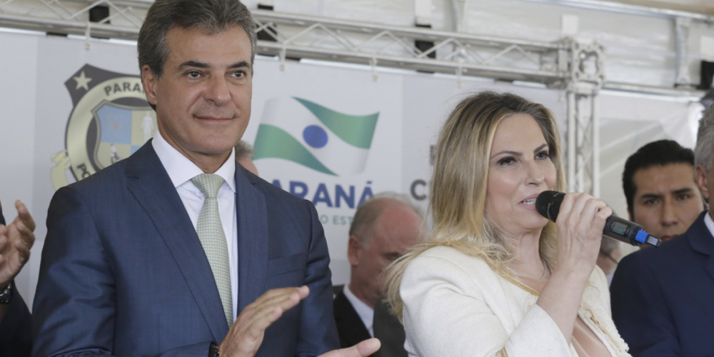 """Após três anos de atraso, o governo entrega o novo IML de Curitiba. Beto Richa, sempre exagerado, diz: """"é o melhor do mundo"""""""