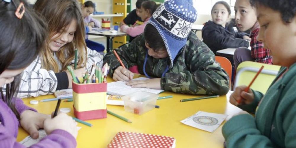 Beto Richa congelou a expansão do ensino integral. Com a proximidade das eleições, a dinheirama precisa ser canalizada para outras prioridades