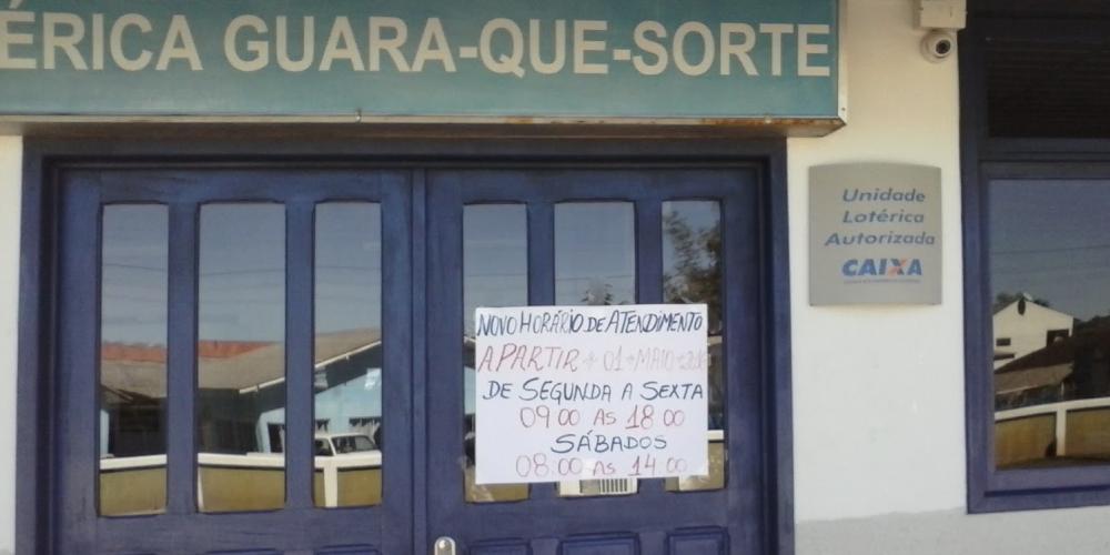 O início do fim de uma cidade. Em Guaraqueçaba, não existe agência bancária e a única lotérica foi fechada