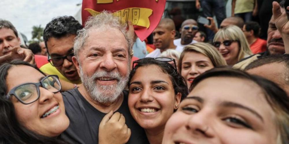 Pega que o filho é seu. Polícia Federal e Complexo Médico-Penal, ninguém quer abrigar o detento caso o ex-presidente Lula seja preso