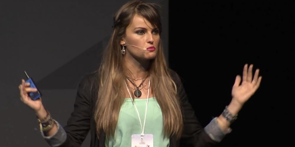 Gloria Álvarez, liderança que defende o liberalismo, desce o pau no socialismo vivido nos países da América Latina