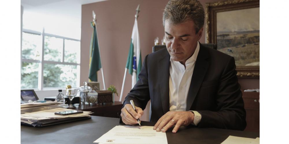 Coisas do governo Beto Richa. Piso regional do Paraná tem o menor reajuste desde 2010
