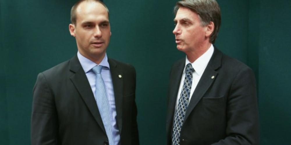 O presidenciável Jair Bolsonaro e seu filho são denunciados pela Procuradoria Geral da República