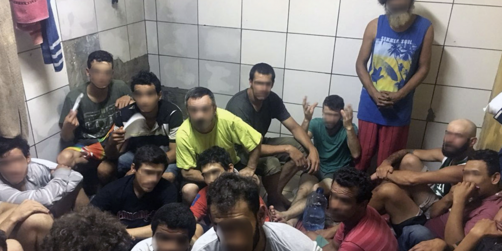 """A Central de Flagrantes de Curitiba parece mesmo uma """"Central do Caos"""". São 128 detentos num espaço em que não cabem mais que 10"""