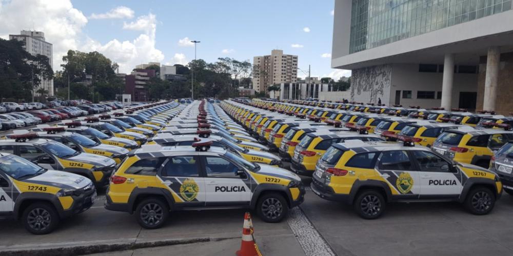 Beto Richa, o milagreiro, entrega viaturas para a polícia como se tudo na segurança estivesse resolvido. Governador da mentira…
