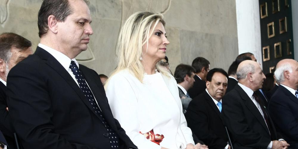 Cida Borghetti já é governadora, e o maridão também. Agora, só palanque e conversações visando a reeleição