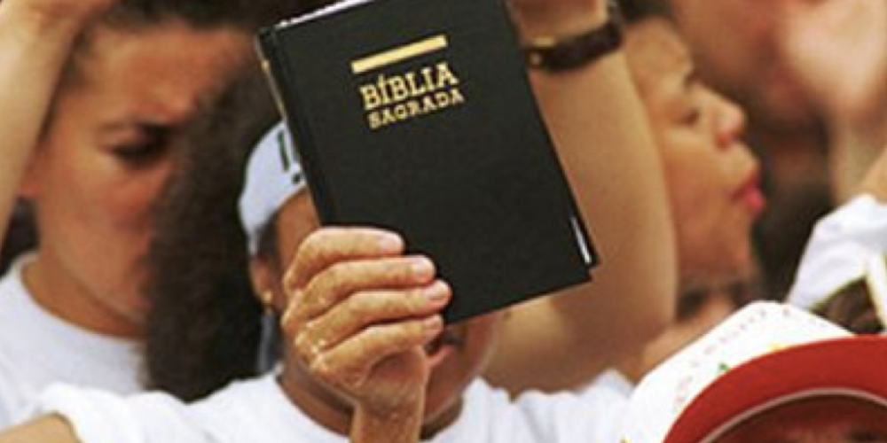 Sinal fechado para igrejas, clubes e entidades assistenciais. Receita Federal está cobrando R$ 14,4 bilhões. Os fiéis serão chamados…