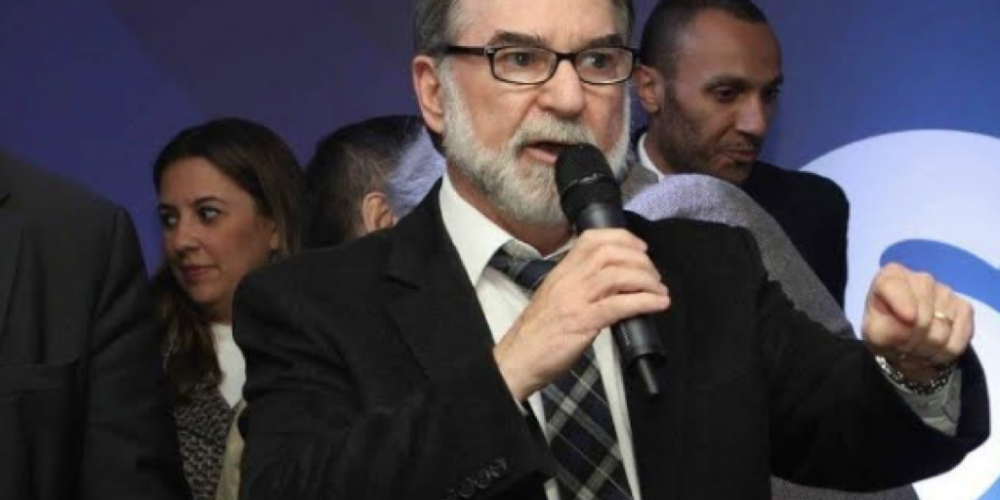 """Juraci Sobrinho, o poderoso planejador do governo Richa, está assim, """"cabisbaixo"""". Tudo por conta de uma demissão."""