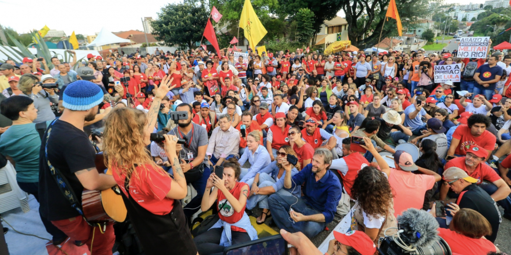 Coisinhas da imparcialidade brasileira. Delegado que pediu transferência de Lula é admirador de Bolsonaro
