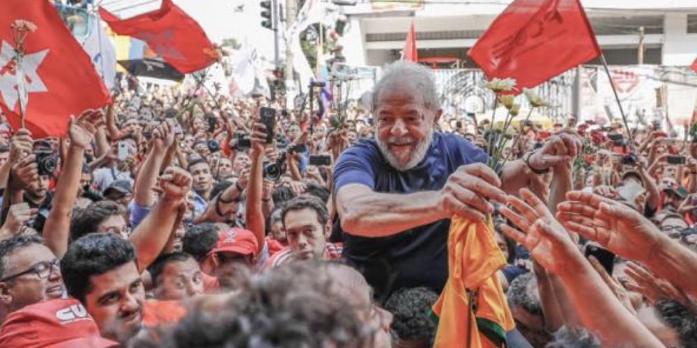 Adolfo Pérez Esquivel, Prêmio Nobel da Paz, deixa carta para Lula e fala aos acampados nas proximidades da PF em Curitiba. Veja