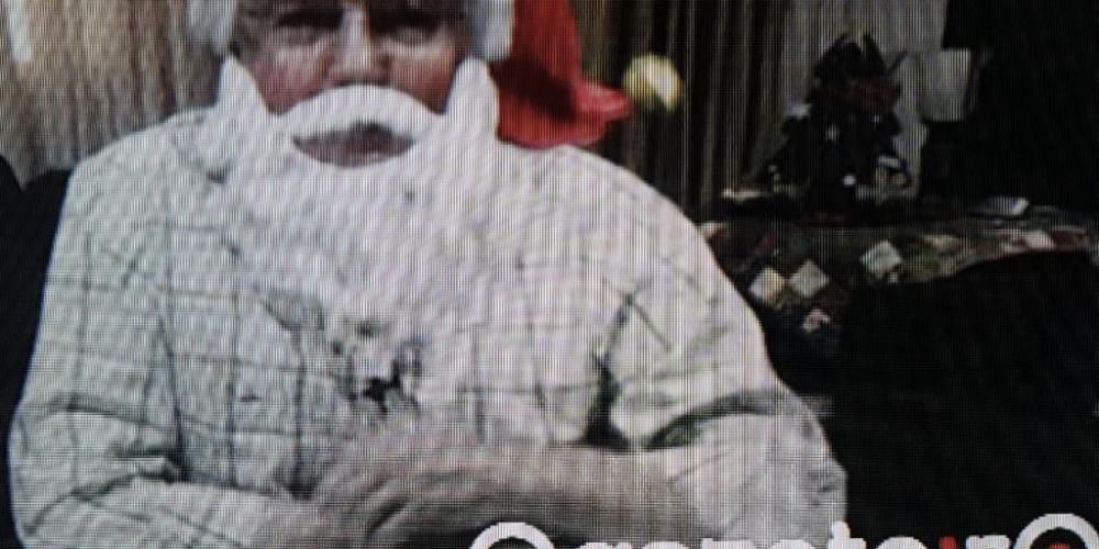 """Valdir Rossoni, em sua """"live"""" no """"face"""", usou máscara de Papai Noel e assustou várias crianças. Seja normal, Rossoni"""