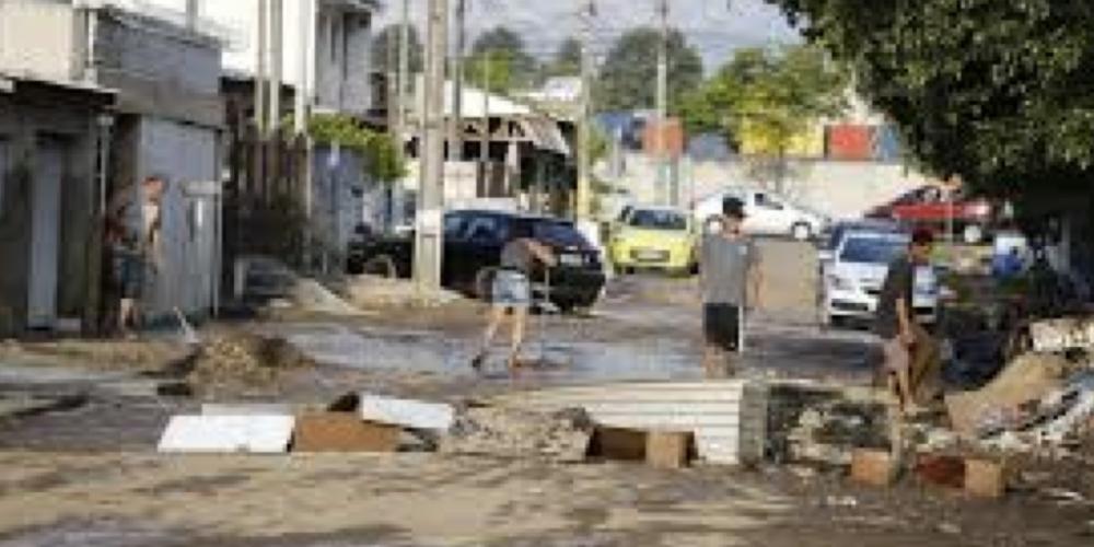 Lerner, Requião, os Fruet, Cassio, Rafael, Luciano, Beto… Nenhum prefeito de Curitiba resolveu a enchente do Parolin
