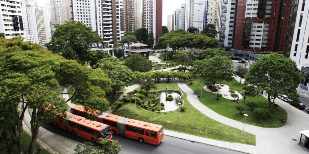 O caso da Praça do Japão. Associações de bairros estão incentivando as comunidades a visitarem a praça, que deve ser de todos