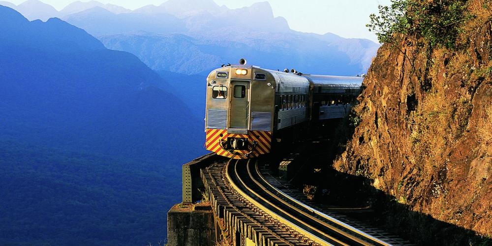 Novidades na Serra Verde Express. O trem que atravessa a Serra do Mar Paranaense passa a circular com mais dois sofisticados carros em sua composição