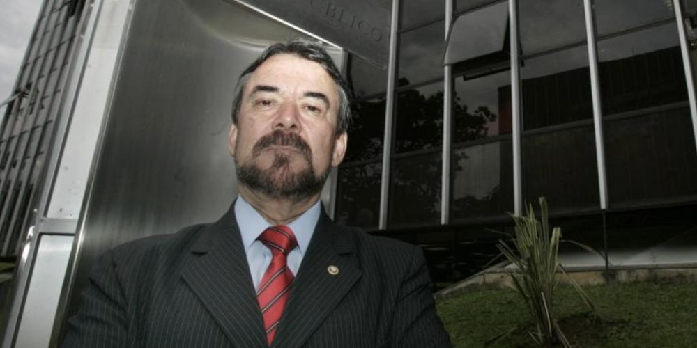 """Olympio de Sá Sotto Maior Neto, procurador do Ministério Público, e seu """"Fora Temer"""". Ele encaminhou defesa ao Conselho Nacional de Justiça"""